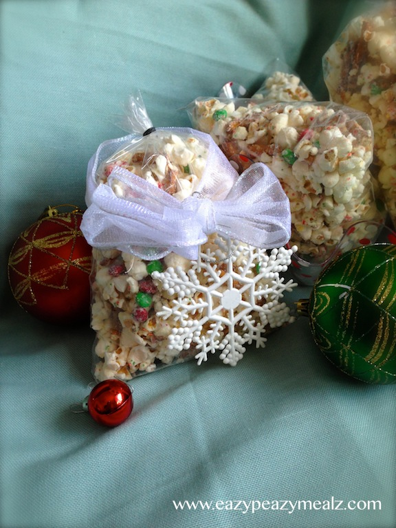 Christmas Popcorn Recipes.White Chocolate Peppermint Christmas Popcorn