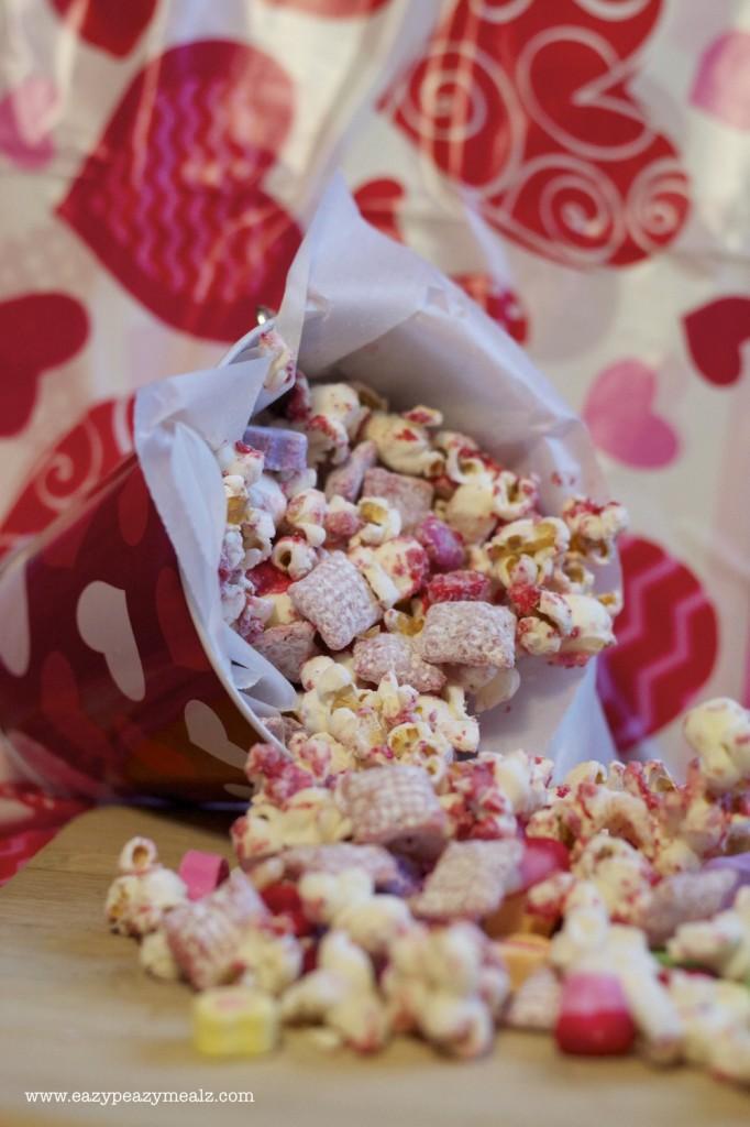 Valentine's Day Popcorn Snack Mix - Eazy Peazy Mealz