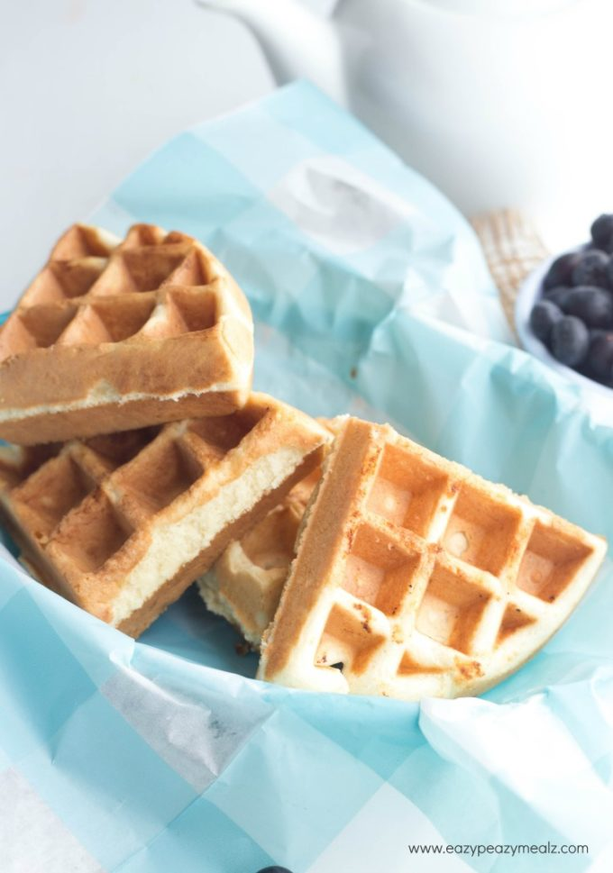 Smart Breakfast for Kids: Protein Waffle Breakfast Sammy for Smarter Kids | ilslearningcorner.com #breakfastforkids #kidsbreakfastrecipes