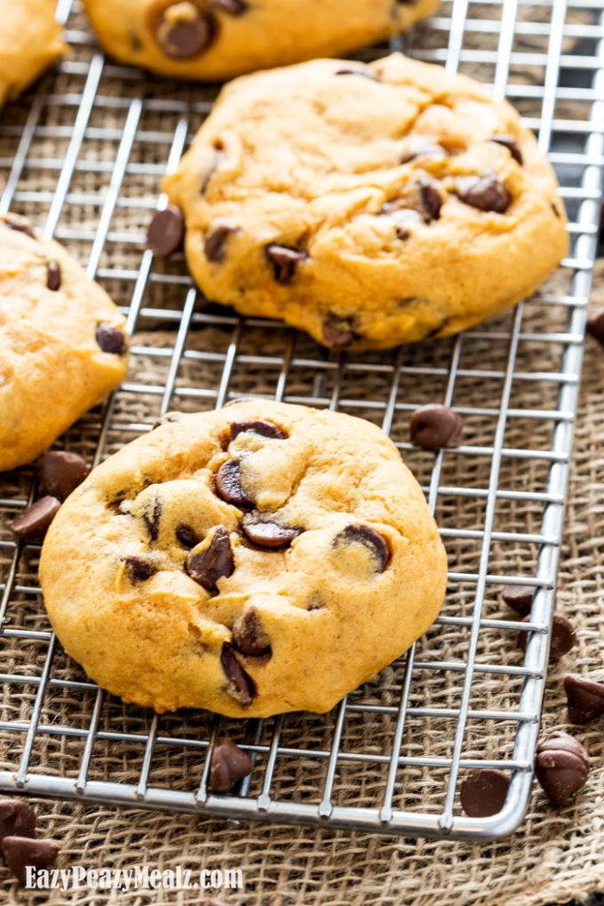 Super Soft Pumpkin Chocolate Chip Cookies (Big Batch) - Eazy Peazy ...