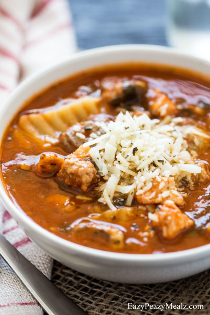bowl-of-lasagna-soup-chicken