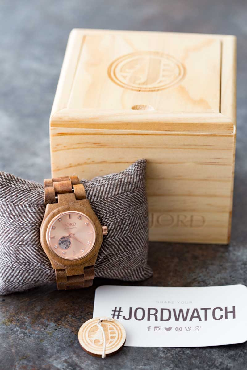 Wood watches are elegant and beautiful