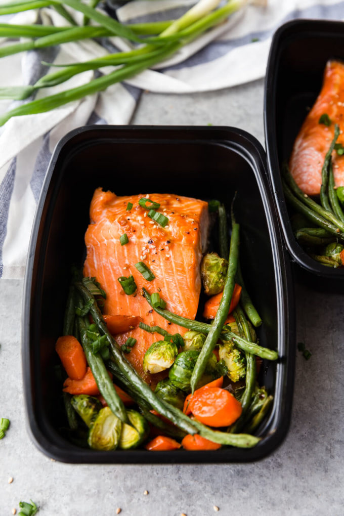 Salmon Meal Prep: An easy and flavorful meal prep dish with very little clean up! You get flaky, delightful salmon, and roasted veggies.