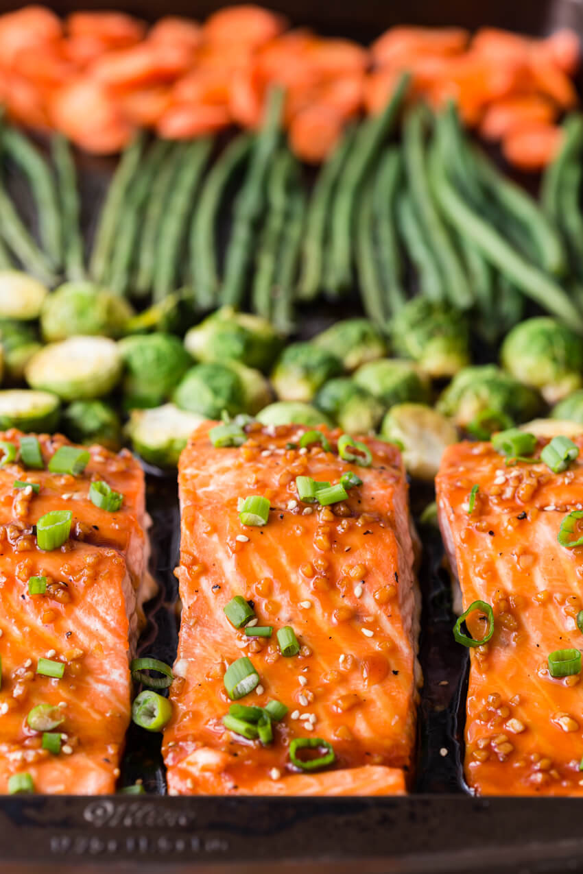 Baked Salmon: An easy and flavorful meal prep dish with very little clean up! You get flaky, delightful salmon, and roasted veggies.