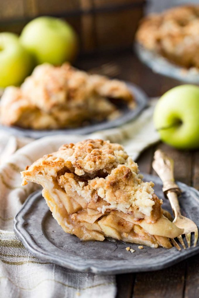 Layers of apples and perfectly spiced, this dutch apple pie is delicious!