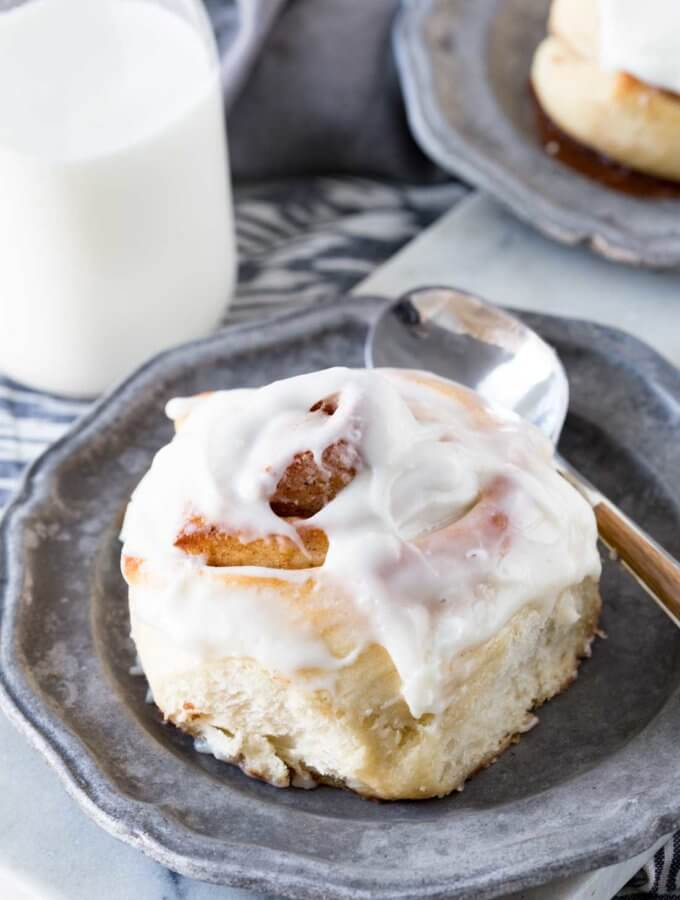 Cinnamon Rolls that can be made in 1 hour. Fluffy, tender, with a rich delicious filling.