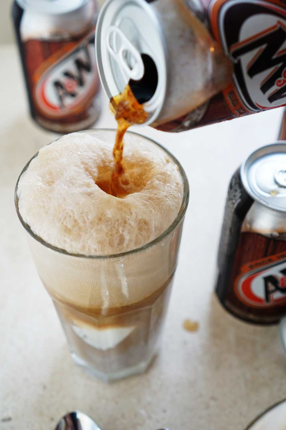 A&W root beer float, vanilla ice crem root beer float, Ice cold root beer float