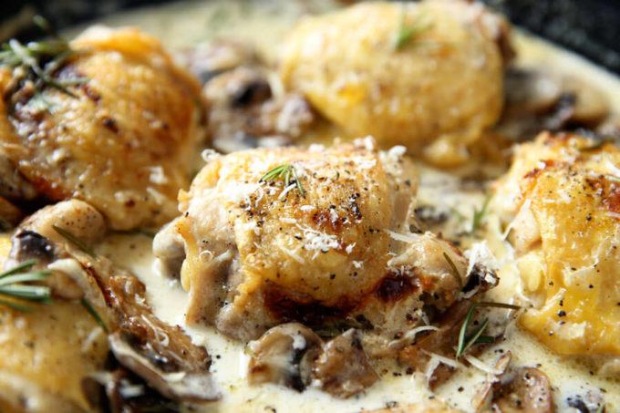 skillet-creamy-rosemary-mushroom-chicken