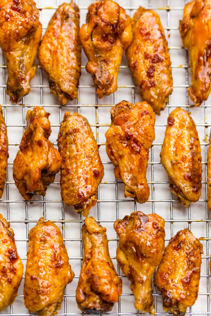 A big cooling rack covered in crispy baked chicken wings